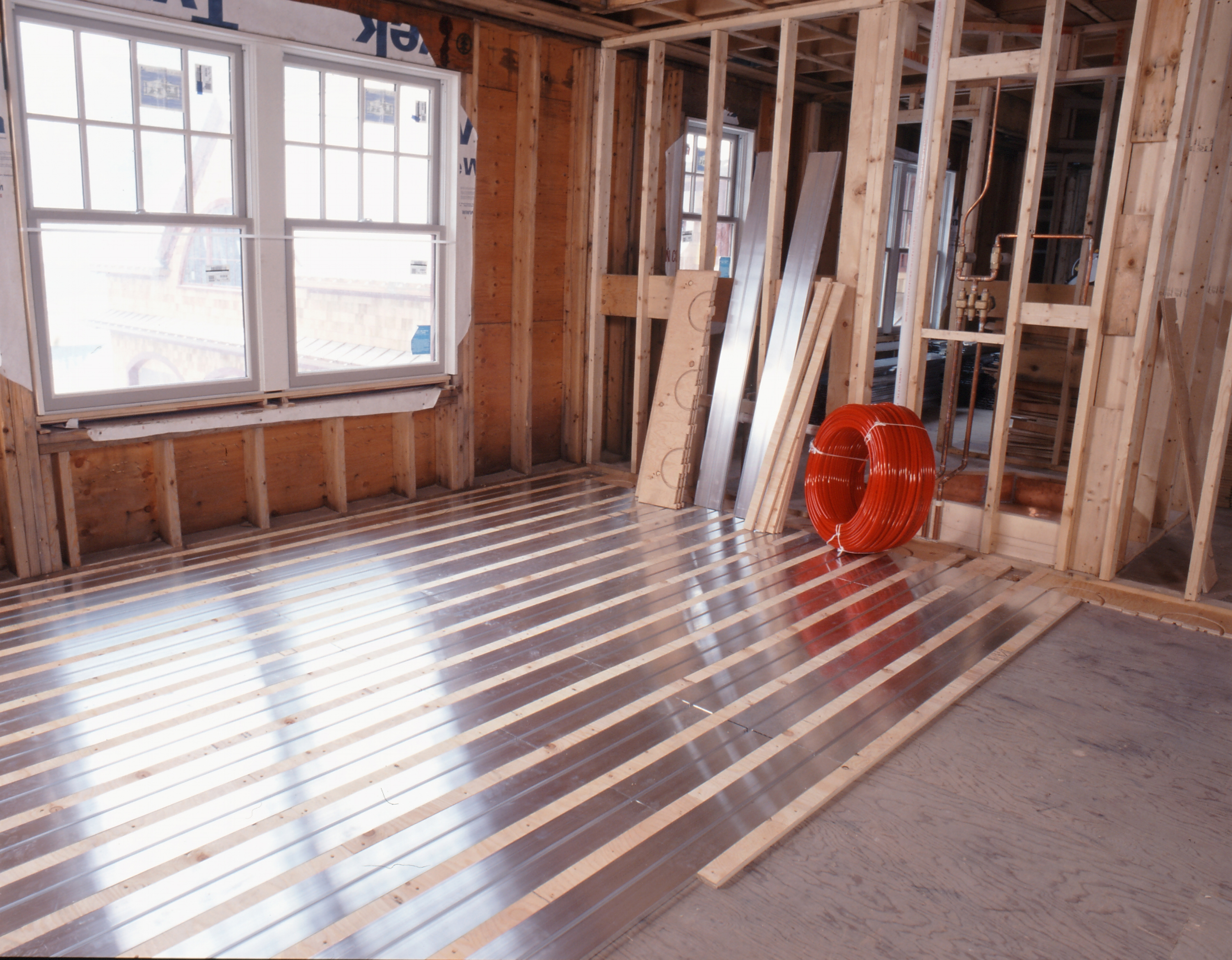 Energy efficient heating radiant floor installation from tacoma to the panel systems are pre engineered and have channels in the aluminum transfer plates where the tubing snaps into place floor coverings are then installed solutioingenieria Gallery